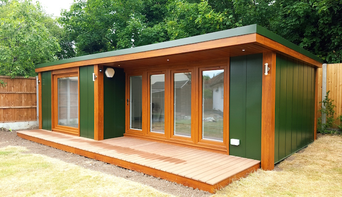 large garden studio annexe with shower toilet and kitchen